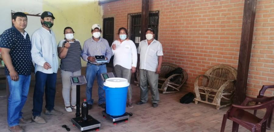 El IPDRS realiza la entrega de equipos apícolas a AAPIMMACH y al Directorio de la Capitanía Zona Macharetí